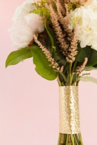 diy-metallic-bouquet-wrap_0021