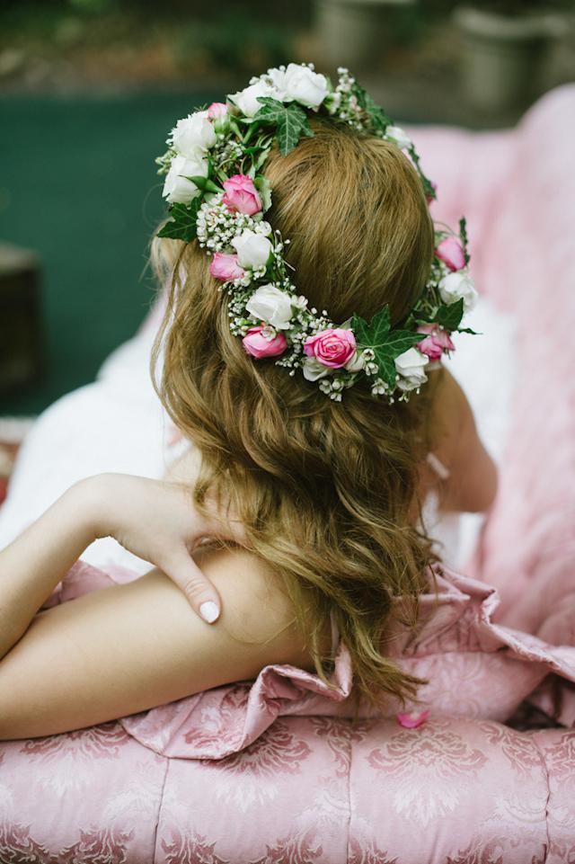 Fiori nei capelli per le spose