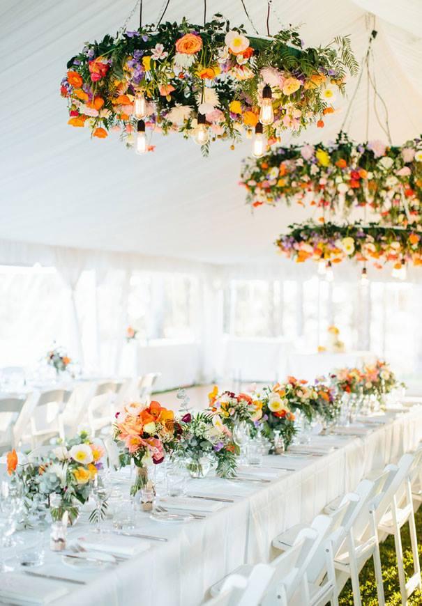 """""""Lampadari"""" fioriti per decorare il matrimonio"""