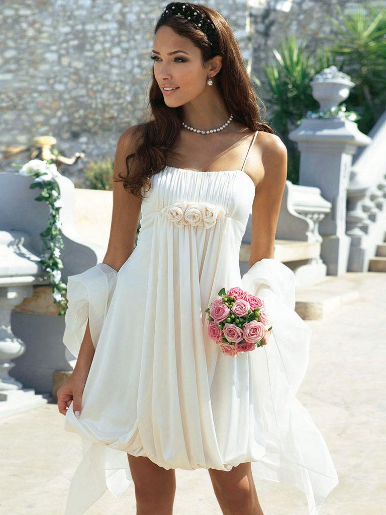 abito da sposa per il matrimonio in spiaggia