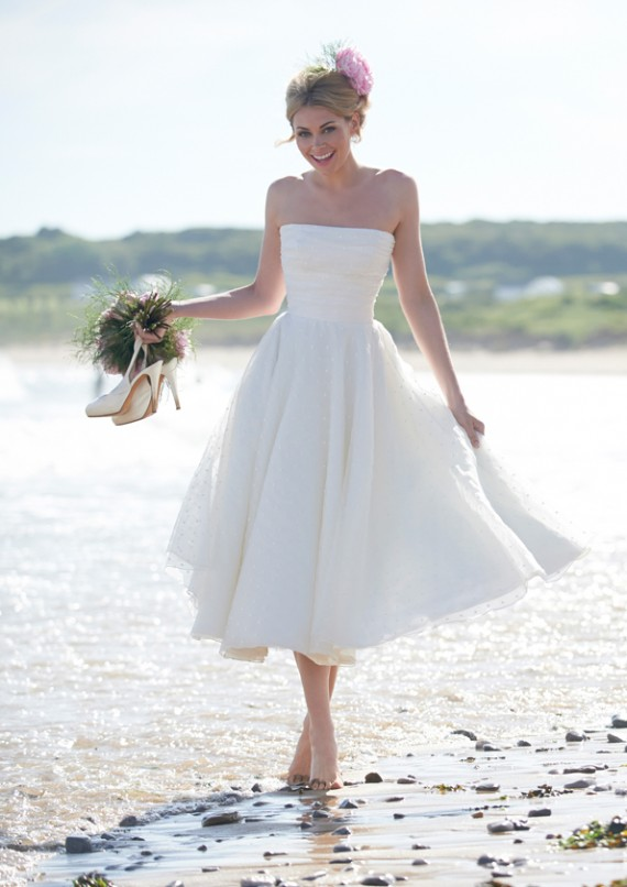 Abiti Da Sposa X Spiaggia.L Abito Da Sposa Per Il Matrimonio In Spiaggia Matrimonio A