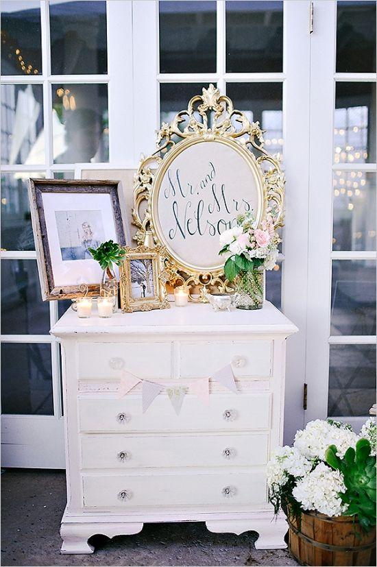 Decorare il matrimonio con specchi e cornici