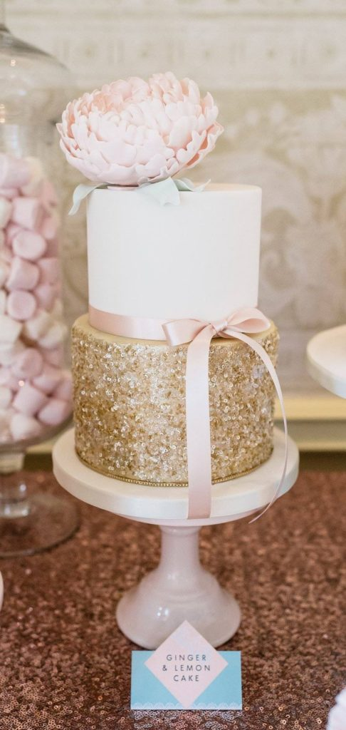 torta nuziale rosa e oro