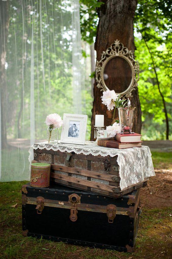 Decorare le nozze con i bauli e altri oggetti vintage
