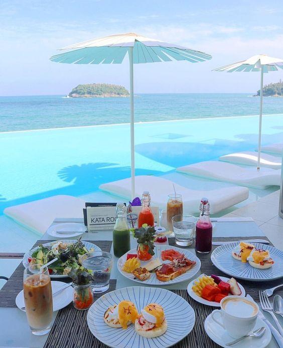 Apparecchiare per la colazione in vacanza