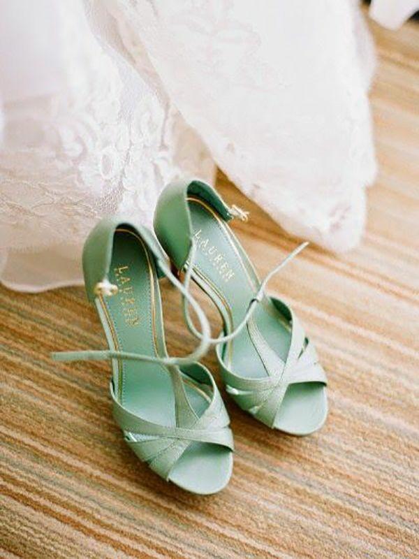 Scarpe colorate per la sposa